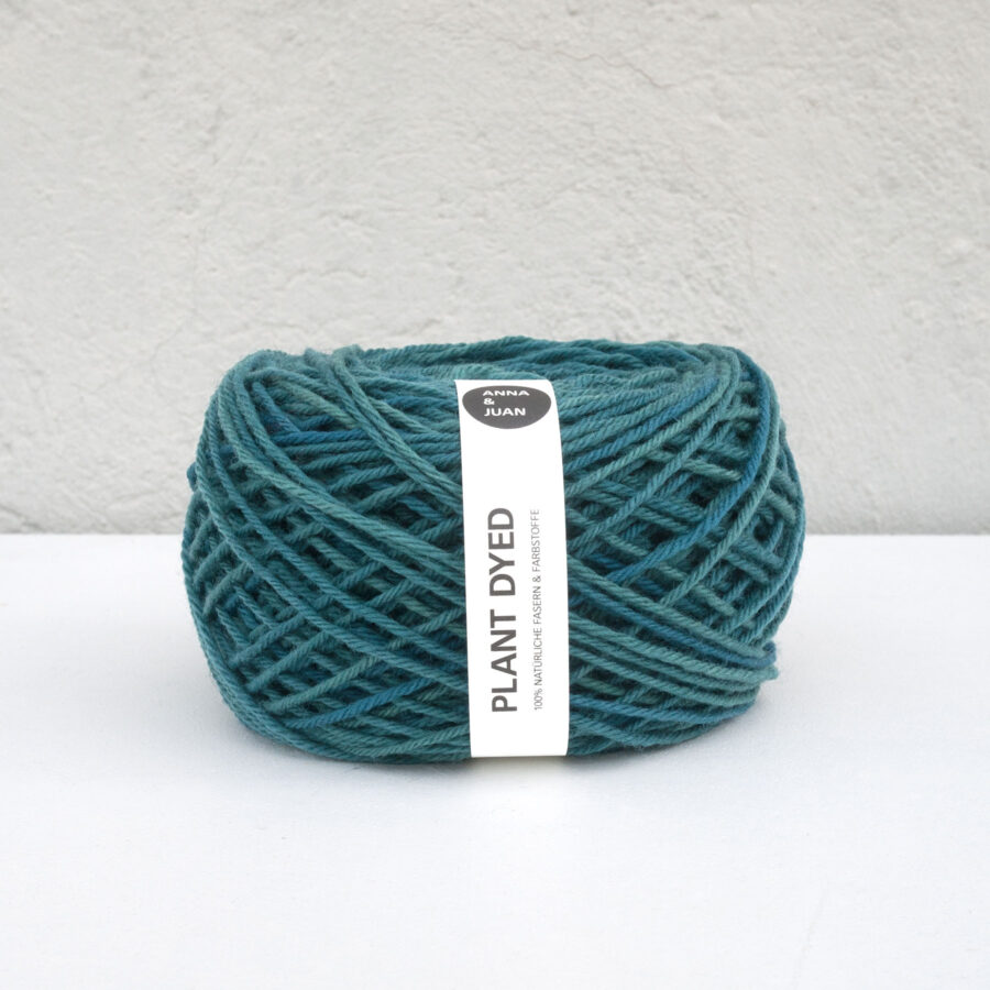 Anna & Juan Wolle «Plant Dyed» – Merino Twisted – Worsted Weight – Petrol