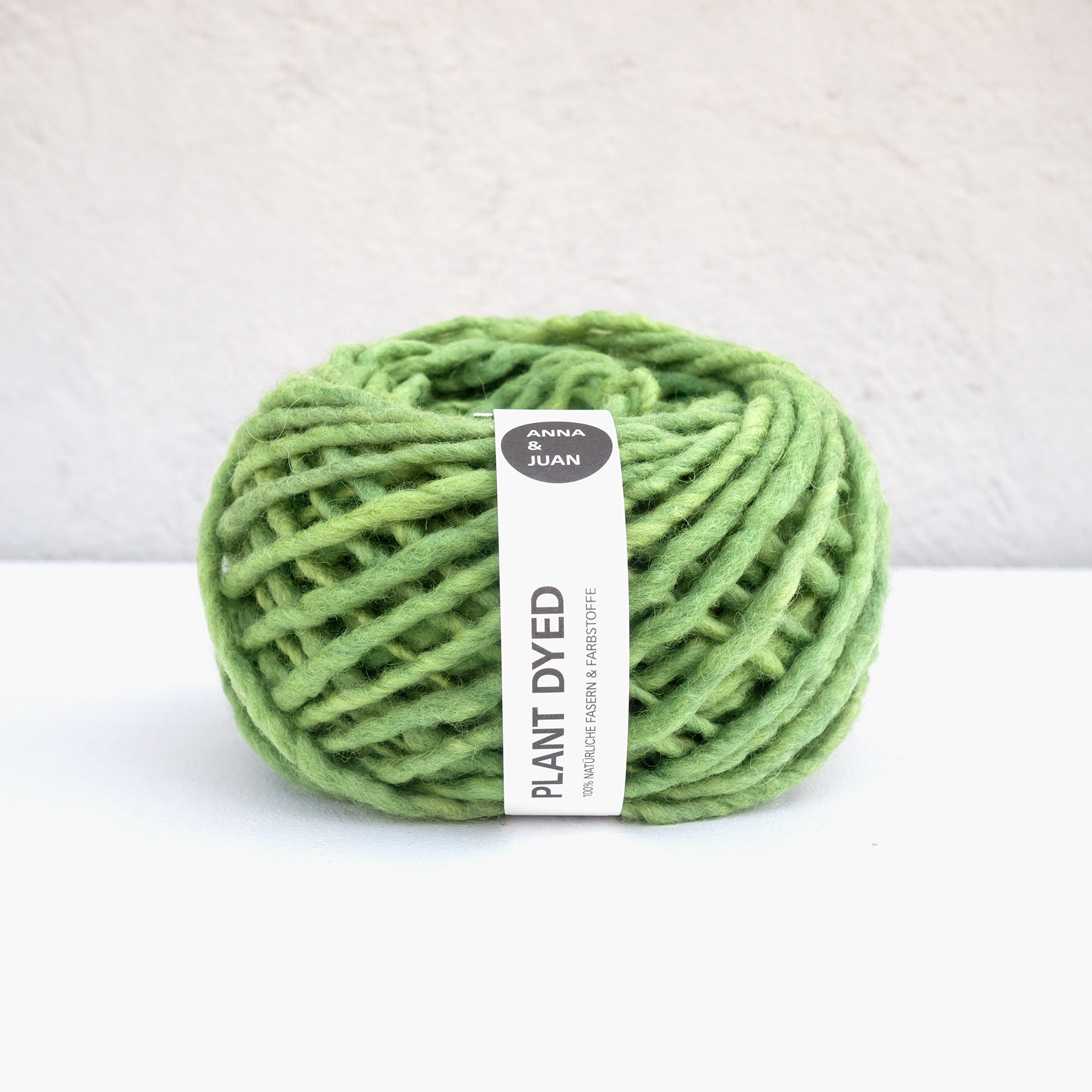 Anna & Juan Wolle «Plant Dyed» – Merino Handgesponnen – Super Bulky – Grasgrün