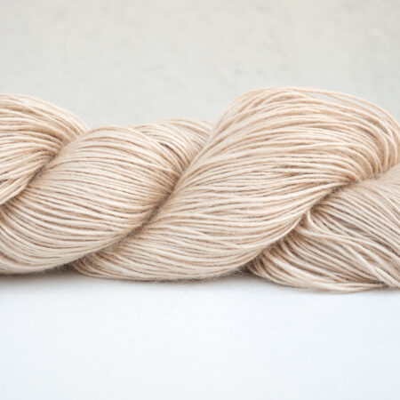 Anna & Juan «Plant Dyed» – Tussah – Sport Weight – Undyed